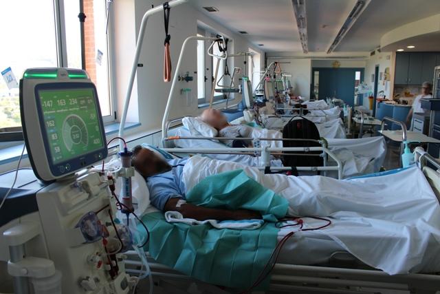 Perspectiva de la sala de tractament de diàlisi de l'Hospital Dr. Josep Trueta